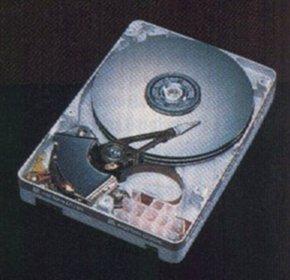 116a4913ba8 Los datos se almacenan en pistas concéntricas magnetizando la superficie  para representar configuraciones de bits. El espacio de las pistas